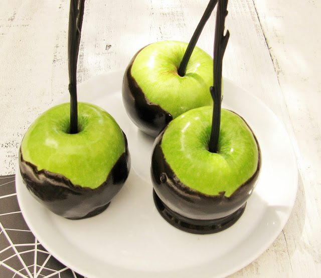 Easy Wilton Caramel Apples