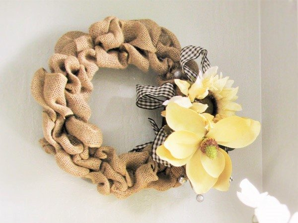 burlap wreath decor
