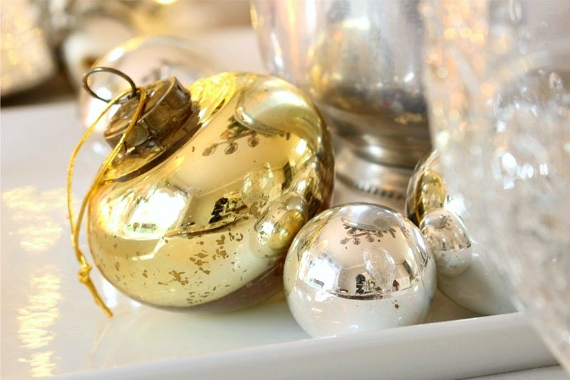 home-tour-table-vintage ornaments in decorating
