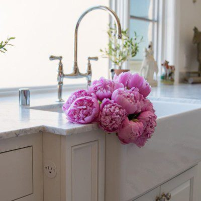 Peonies season is here, so don't miss out this spring. Just add only peonies to a vase and your peonies bouquet will be stunning. You don't have to visit a flower market, and peonies are for sale at your local grocery store. #peonies #pinkpeonies #peonybouquet #springflowers #flowers #pinkflowers #homedecor #spring