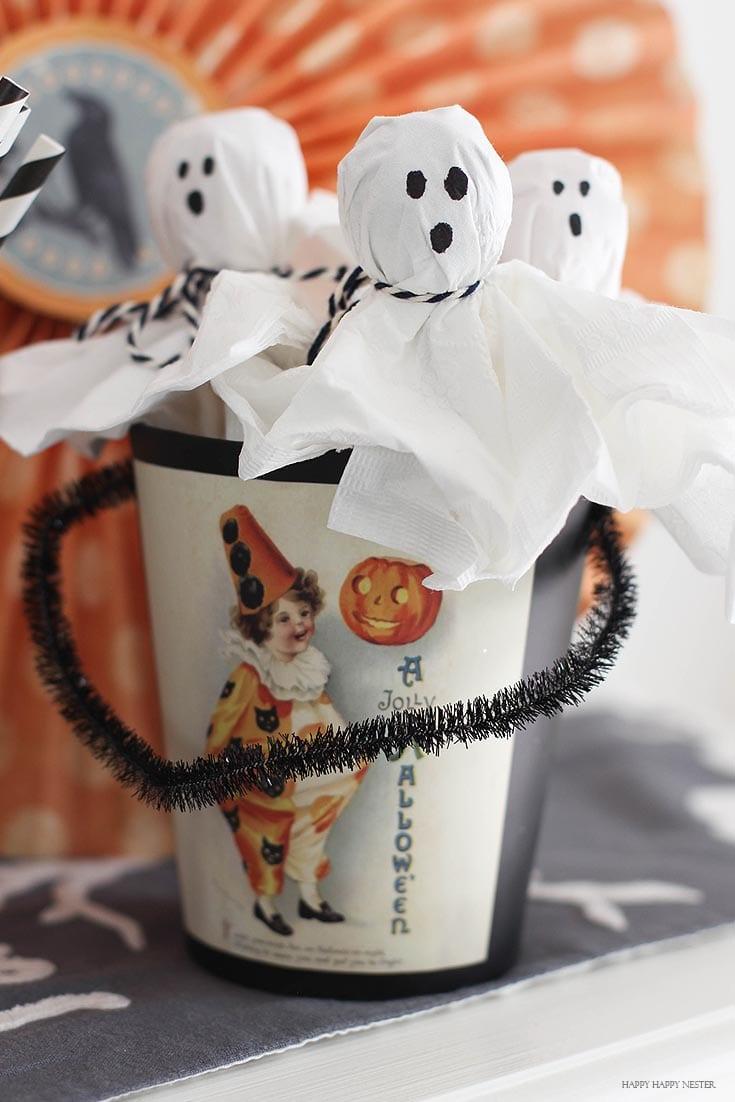lollipop ghosts is an easy Halloween craft