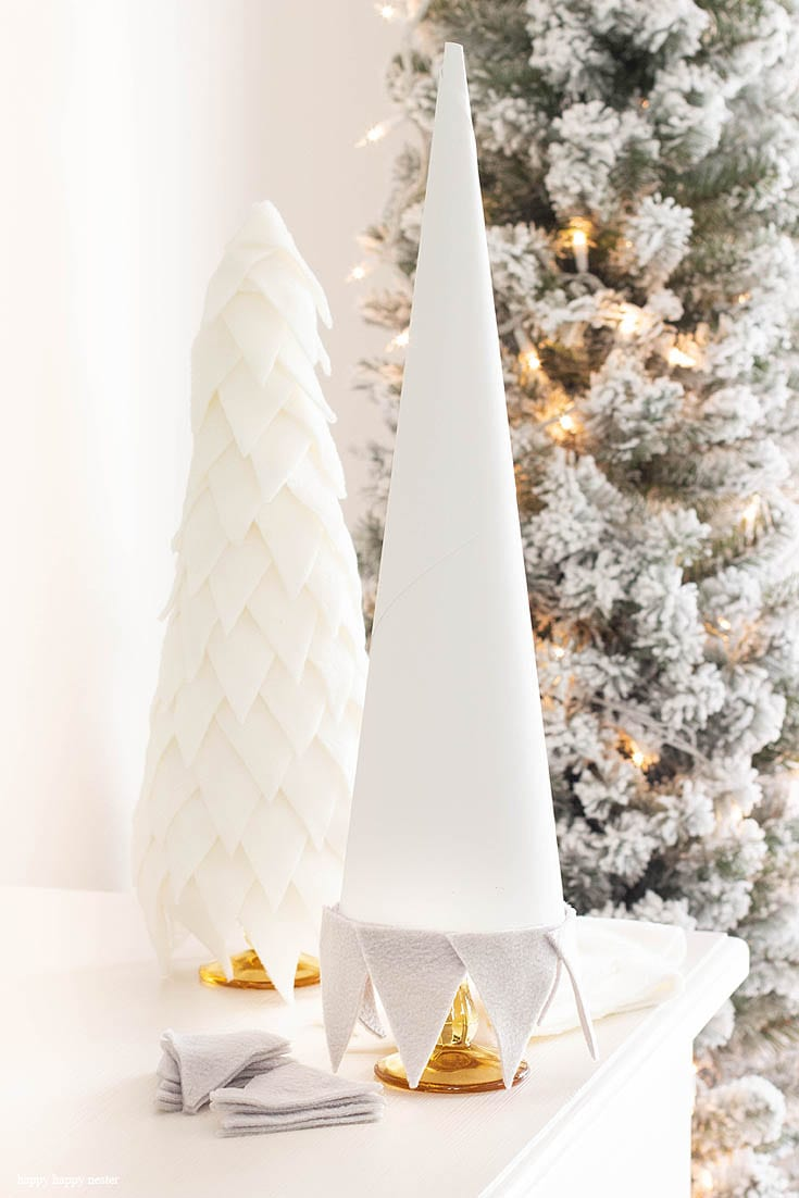 the tutorial on how to make a fleece cone christmas tree