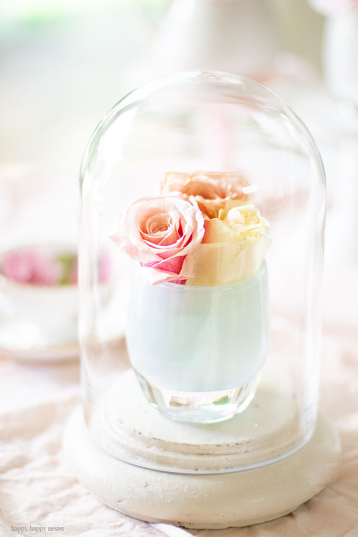 Add candle votives and flowers together under a glass cloche. Cake stands are easy ways to decorate a table or your home. I have gathered some Cute Ways to Use a Cake Stand that I'm sure you'll love. You can use them for the holidays or even a wedding reception. They add drama and interest because of their styles and heights. #cakestands #decorating #weddings #flowers #decor