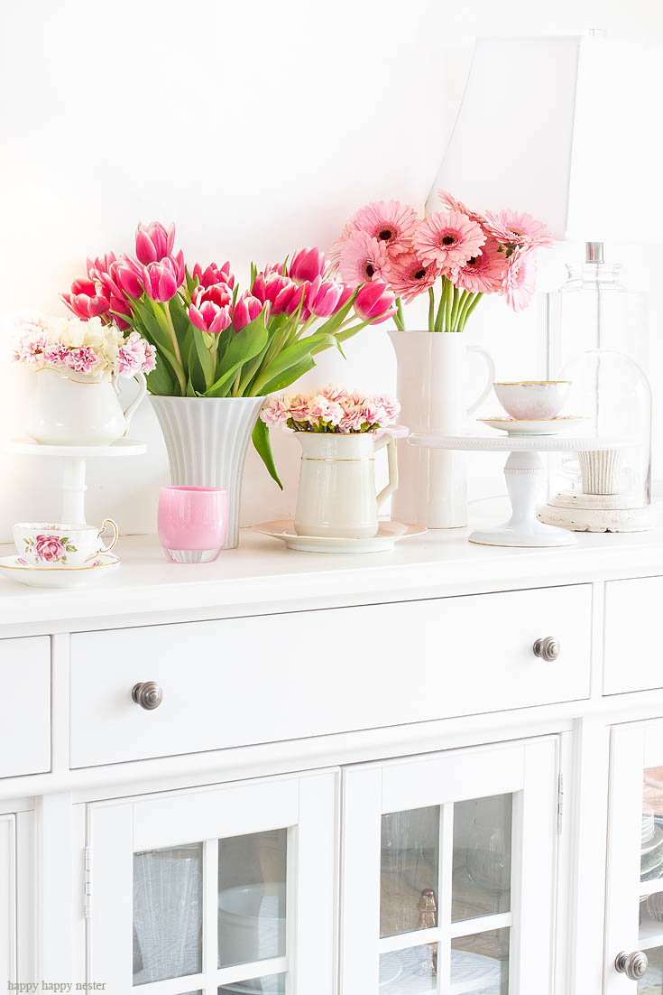 Tour our cottage home from room to room this spring. The best way to say goodbye to winter is a Pretty Pink Spring Home Tour. I love how happy the color pink is, and it is so pretty in our living room, entry and dining room. Adding fresh flowers brightens a home and welcomes family and friends with a warm embrace. #decorating #springdecor #springtour #pinkdecor #hometour